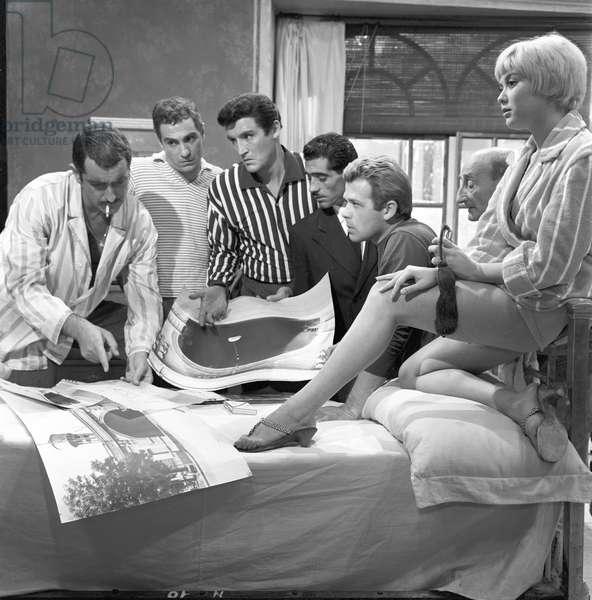 Vicky Ludovisi, Renato Salvatori, Carlo Pisacane, Tiberio Murgia, Nino Manfredi and Vittorio Gassman in Fiasco in Milan (b/w photo)