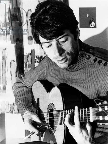 Don Backy plays guitar