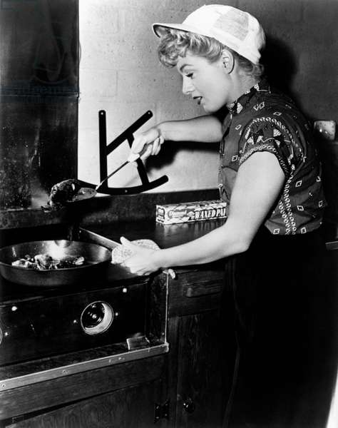 Shelley Winters at work in the kitchen