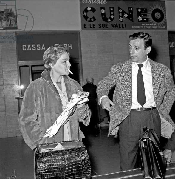 Yves Montand and Simone Signoret at Ciampino airport, Ciampino, Italy, 1956 (b/w photo)