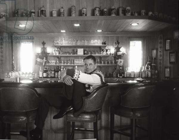 Artist Glenn Ford (b/w photo)