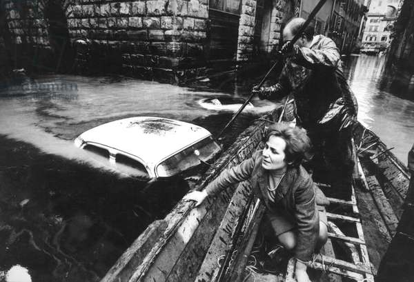 Rescue boat during the flood in Florence
