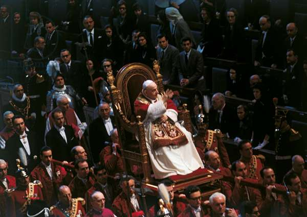 Pope John XXIII on the sedan chair