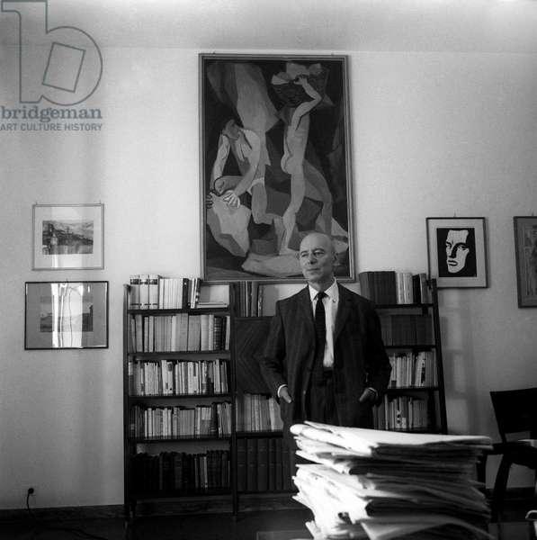 Giancarlo Pajetta posing in his study
