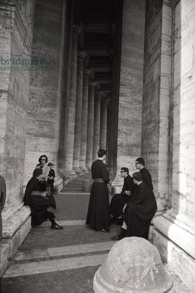 Faithful under the colonnade of St. Peter's Square
