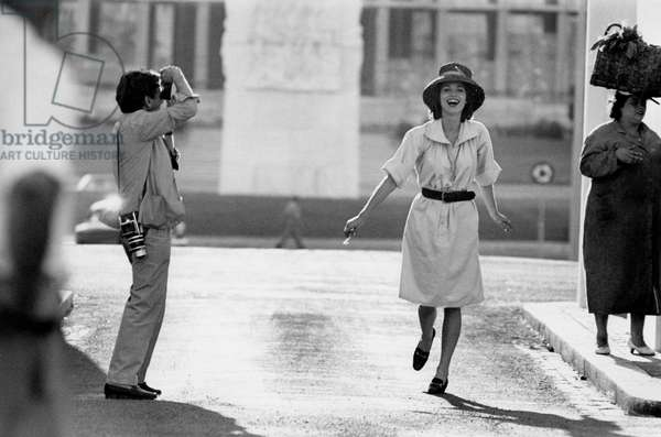 Willy Rizzo photographing Elsa Martinelli, 1960 (b/w photo)