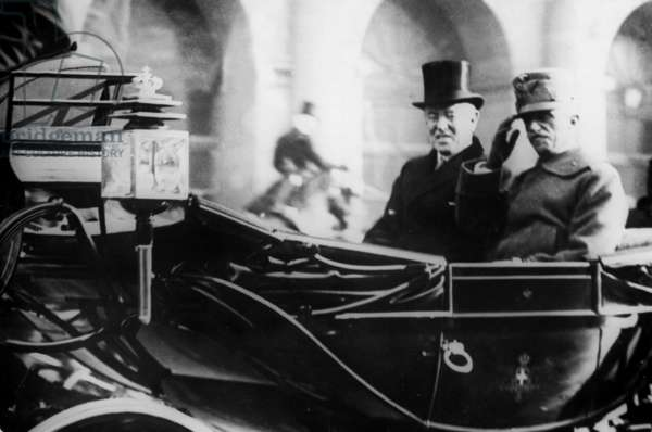 Victor Emmanuel III and Thomas Woodrow Wilson on a carriage