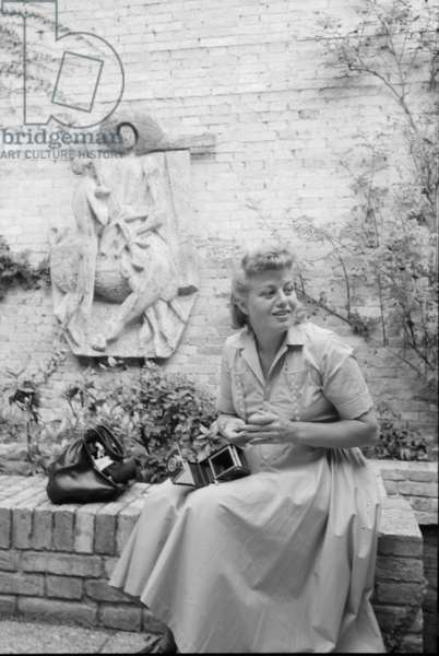 Shelley Winters opening her camera, Italy, 1958 (b/w photo)