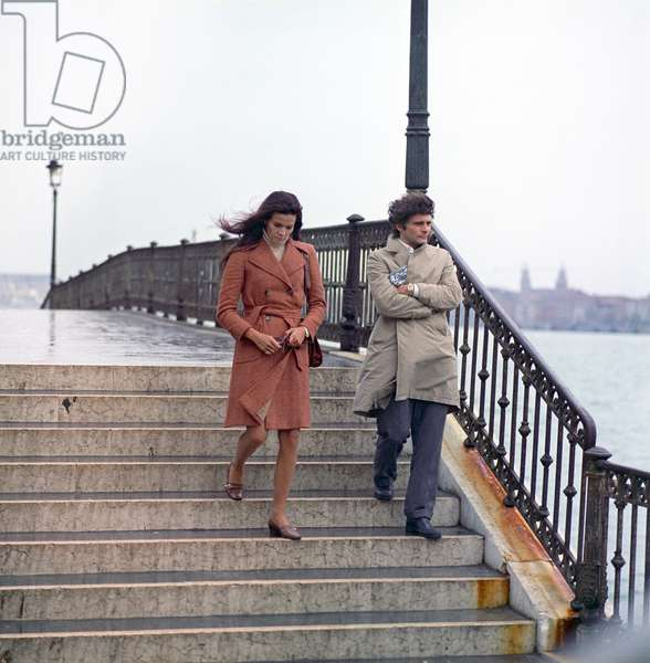 Florinda Bolkan and Tony Musante walking in The Anonymous Venetian (photo)