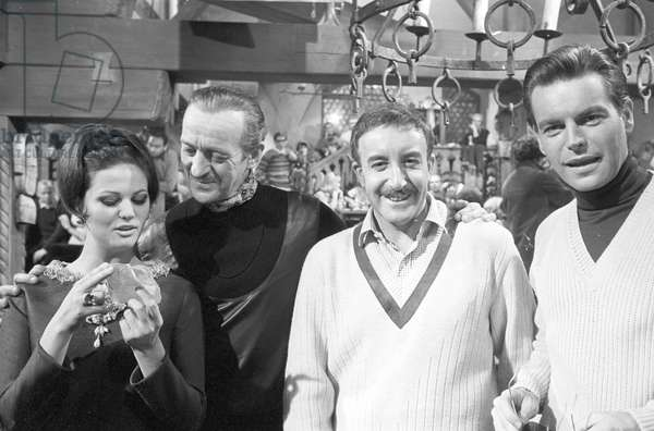 Claudia Cardinale, David Niven, Peter Sellers and Robert Wagner on the set of the film 'The Pink Panther', 1963 (b/w photo)