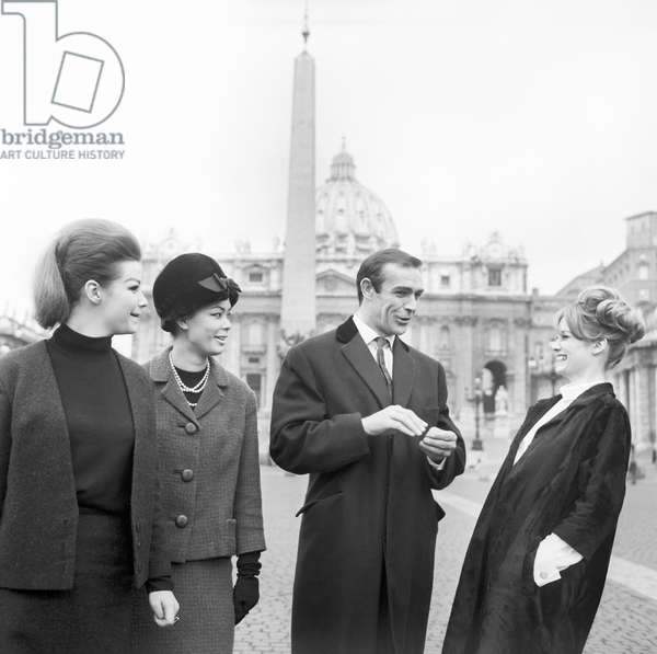Sean Connery, Evanne Gillian, Seyn Seyna, Olivia Hill on Saint Peter's Square, 1963 (b/w photo)