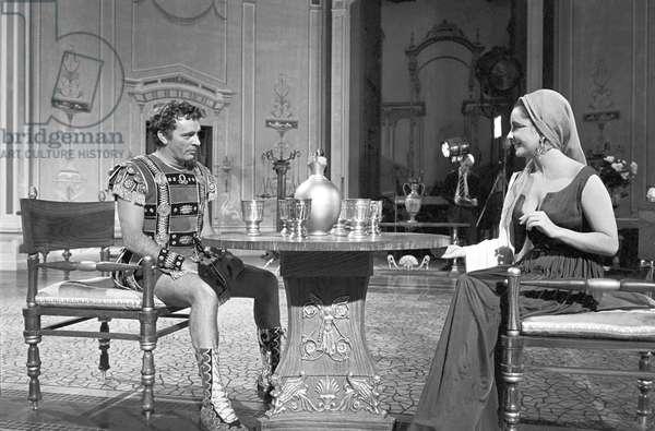 Liz Taylor and Richard Burton chatting on the set of the film 'Cleopatra', 1961 (b/w photo)