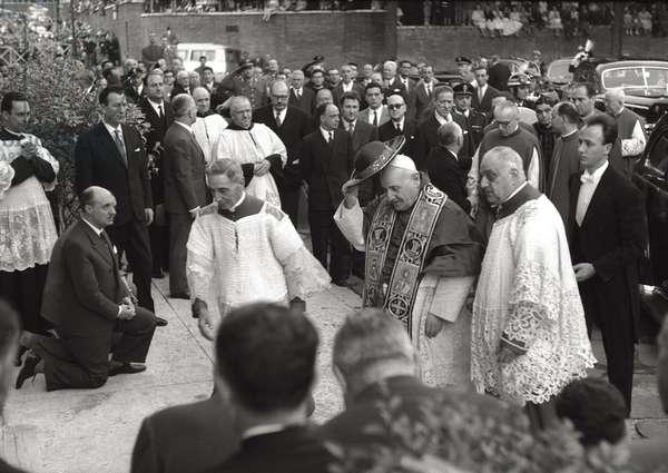 Pope John XXIII at the procession of Corpus Christi