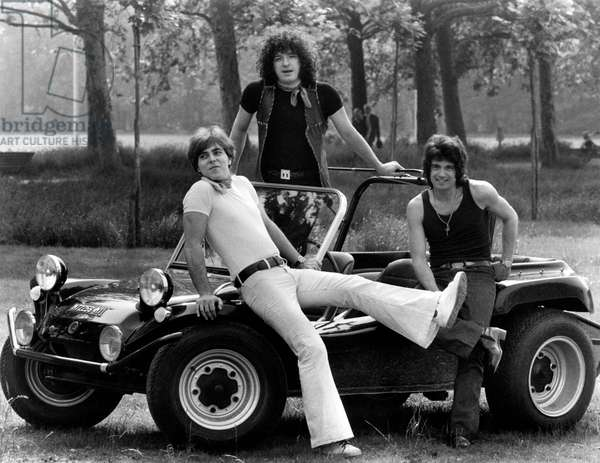 The members of the band Formula 3 on a car