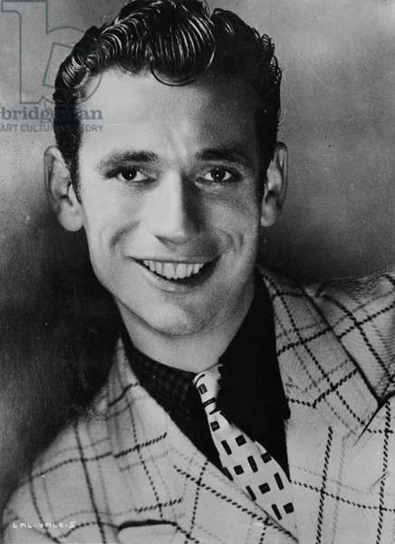 Yves Montand smiling