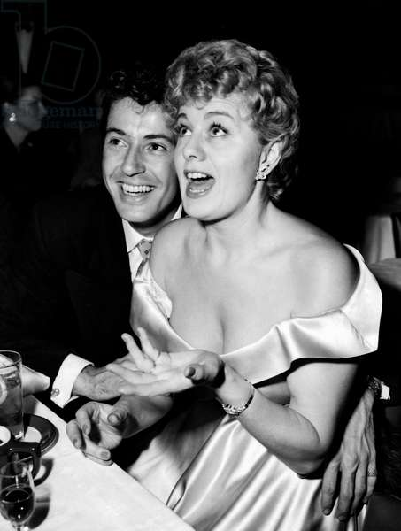 Shelley Winters at a dinner with Farley Granger