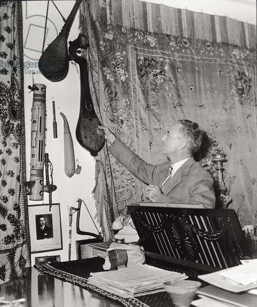 Massimo Anfiteatroff in his studio (b/w photo)