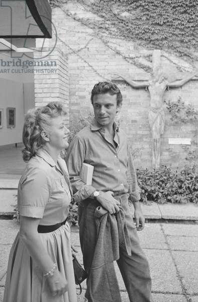 Shelley Winters and Anthony Franciosa walking, Italy, 1958 (b/w photo)