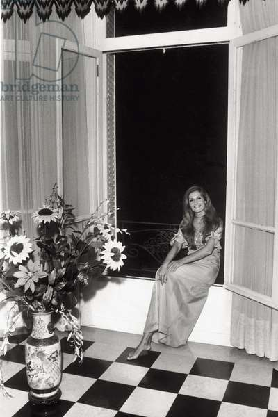 Dalida in her house in Paris