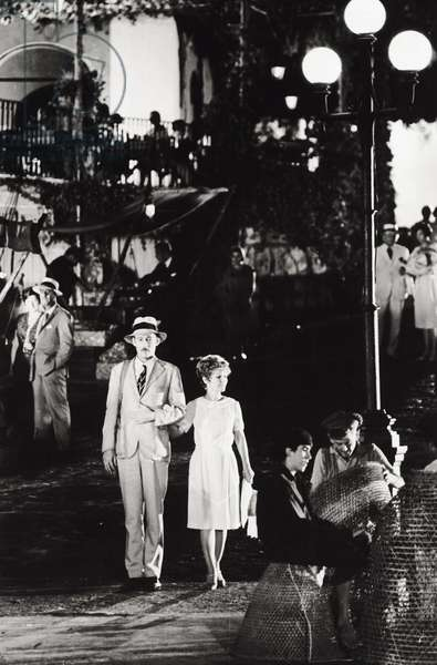 Peter O'Toole with Petula Clark on a film set (b/w photo)