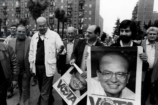 Bettino Craxi walking with some backers