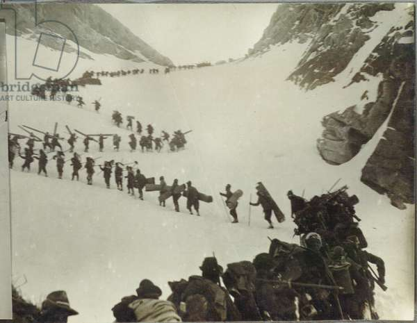 Alpine troops on the march on the Adamello , Italy