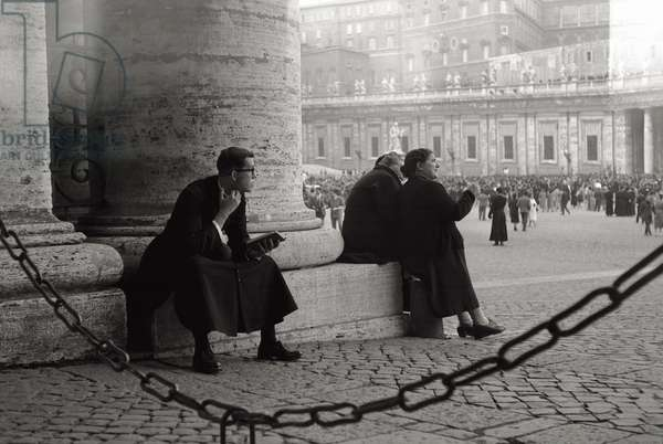 Believers and clergy in St. Peter's Square