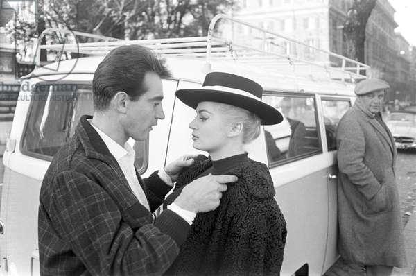 Walter Chiari and Anita Ekberg hugging each other on via Veneto, 1959 (b/w photo)