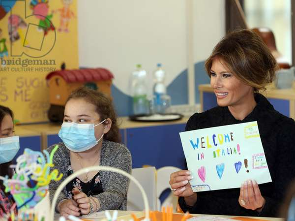 First Lady Melania Trump talks to children during her visit to the pediatric hospital Bambino Gesu' at the Vatican, Vatican City, May 24th 2017 (photo)