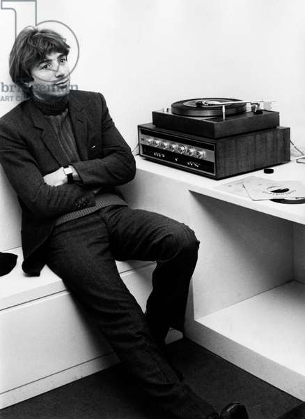 Don Backy seated next to a record player