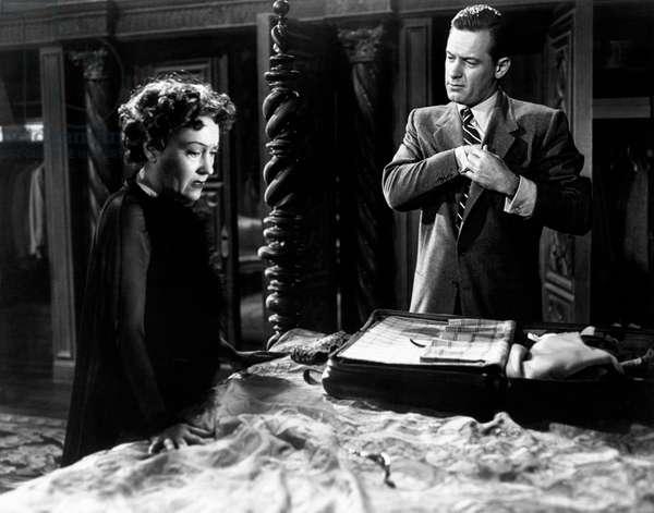 Gloria Swanson desperate while William Holden is preparing his bags