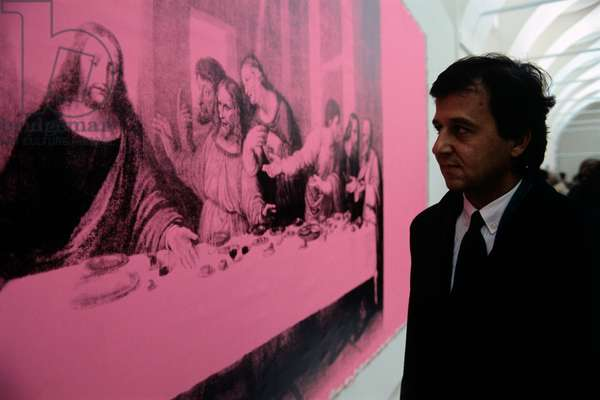 A man watching the painting The Last Supper by Andy Warhol