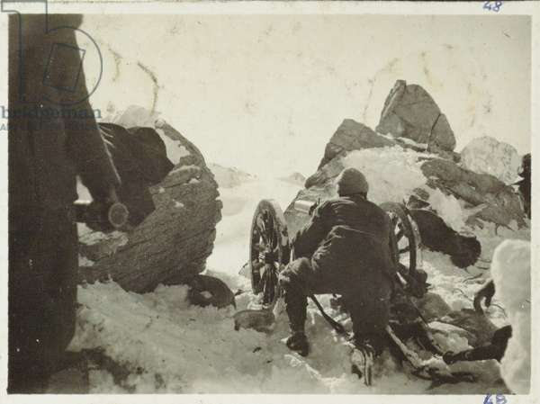 Mountain light cannon on the ridge of the Cross (m. 3276) pointed at Lares pass while Alpine troopers attack on the 29th of April 1916 , Italy