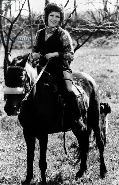 Orietta Berti in the seddle of a horse