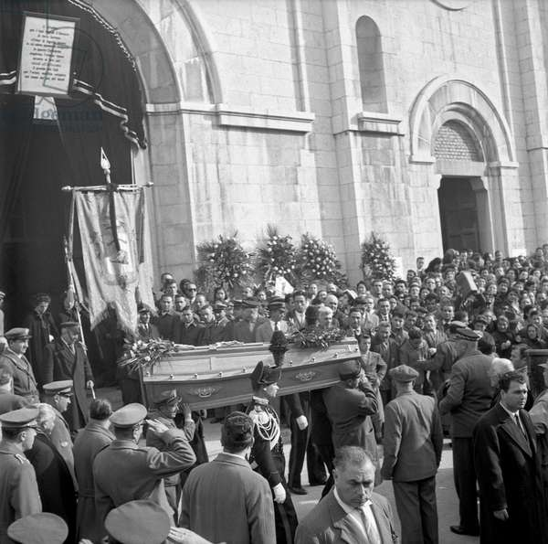 People carrying a coffin at the funeral of the victims of the accident of Marcinelle, Manoppello, Italy