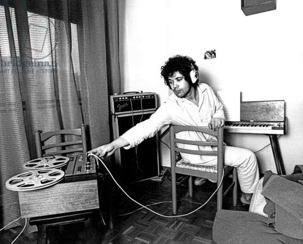 Lucio Battisti listening to music wearing pyjamas
