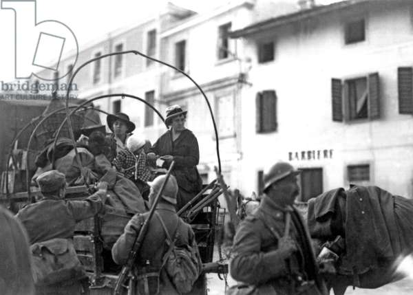 Italian refugees and soldiers in retreat, Italy