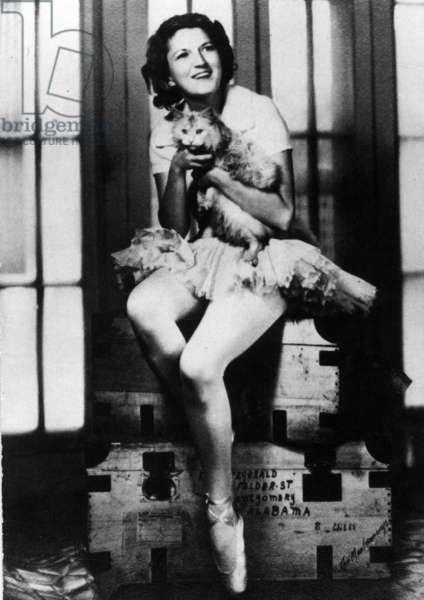 Zelda Sayre holding a cat