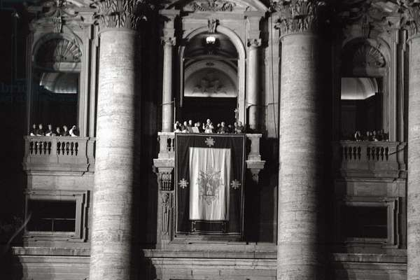 John XXIII greeting the faithful after his election