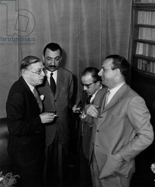 Julian Huxley is talking to Remo Cantoni and Alberto Mondadori, Italy