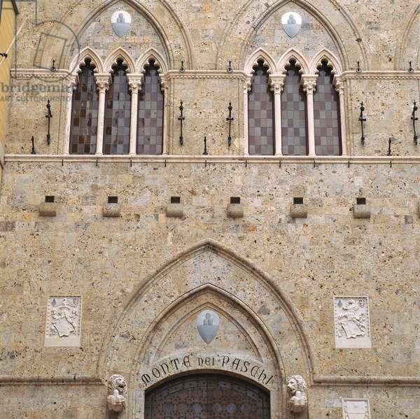 Salimbeni Square and Palace (Piazza e Palazzo Salimbeni), 14th Century