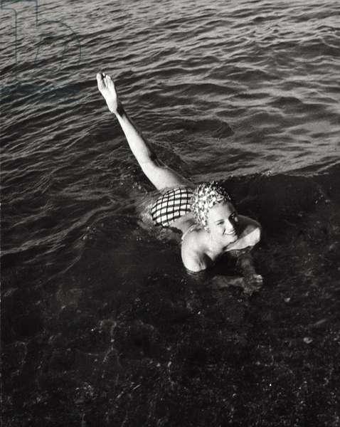 Angie Dickinson taking a bath, 1961 (b/w photo)