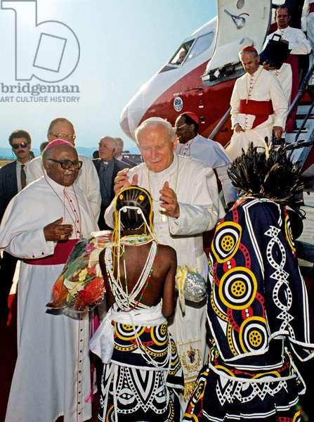 Pope John Paul II, Angola