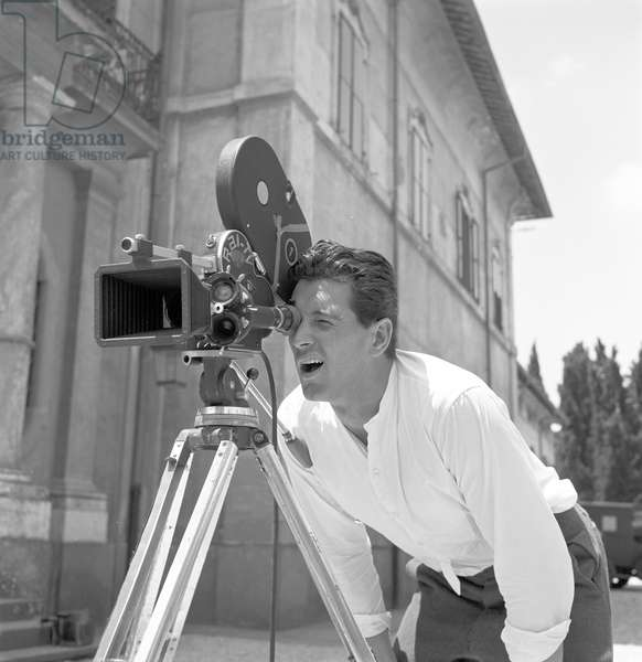 Rock Hudson on the set of A farewell to arms (b/w photo)