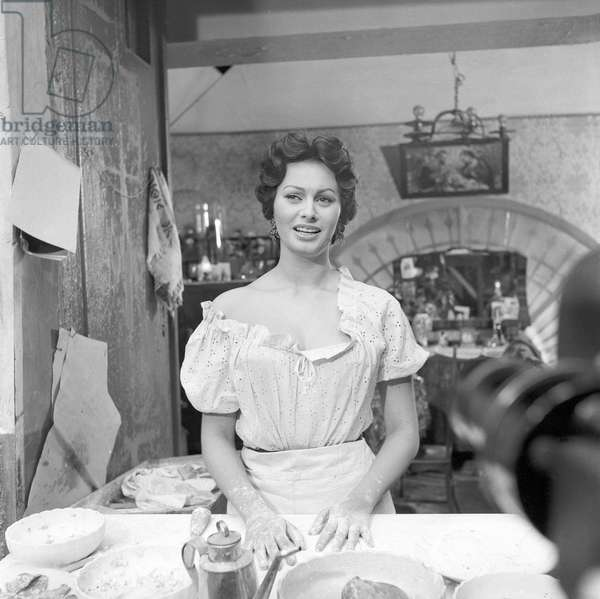 Sophia Loren at work in a pizzeria, 1954 (b/w photo)