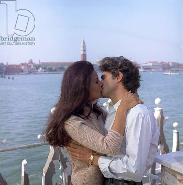 Florinda Bolkan kissing Tony Musante in The Anonymous Venetian (photo)