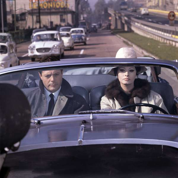 Sophia Loren driving with Marcello Mastroianni, 1963 (photo)