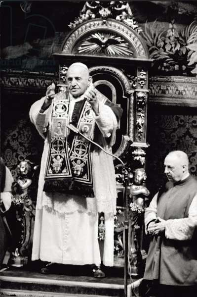 Pope John XXIII receives the Balzan Peace Prize