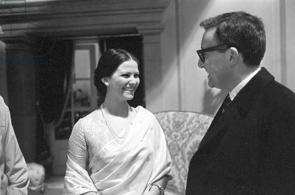 Claudia Cardinale speaking with Peter Sellers, 1963 (b/w photo)