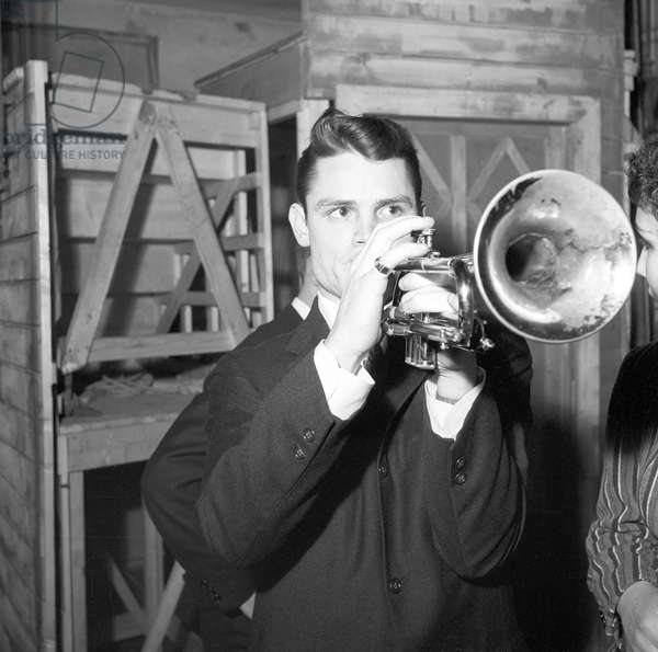 Chet Baker playing (b/w photo)